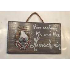 Handgefertigte Holzschild -Hier wohnen  MR. und Mrs. Meerschwein